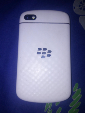 1001970318_2_644x461_never-repaired-snow-white-blackberry-q10-add-some-photos